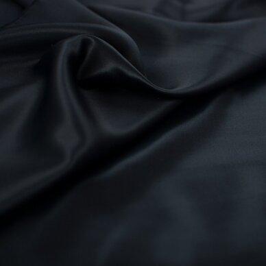 Juodas atlasinis šilkas 5