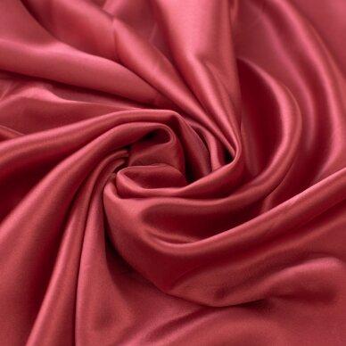 Sodriai raudonas atlasinis šilkas