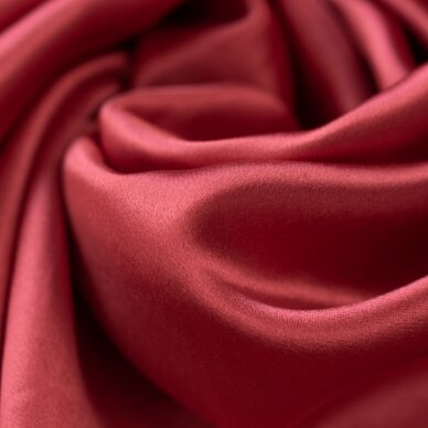 Sodriai raudonas atlasinis šilkas 2